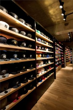Store tokyo 05 new era store, visual merchandising, sneaker storage, shoe s Boutique Interior, Clothing Store Interior, Clothing Store Design, New Era Store, Shoe Store Design, Cap Store, Hat Storage, Hat Display, D House