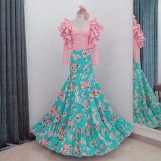 Spanish Flowers, Spanish Dress, Fiesta Outfit, Mardi Gras Costumes, Nice Dresses, Summer Dresses, Spanish Fashion, Latest Fashion Dresses, Retro Fashion