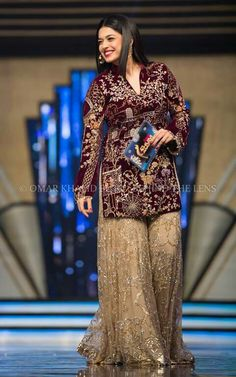 sanam jung at hum awards Pakistani Wedding Outfits, Bridal Outfits, Pakistani Dresses, Indian Dresses, Indian Outfits, Bridal Dresses, Red Lehenga, Lehenga Choli, Lehenga Blouse