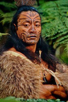 Maori man in kiwi cloak with Moko facial tatooes, Rotorua, New Zealand