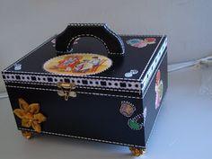 http://artemcasasonia.blogspot.com.br/2009/04/caixas-decorativas.html