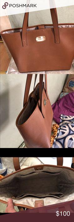 Michael Kors handbag Bag is in really good condition. Michael Kors Bags Totes