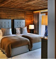 Color inspiration for Loft spare bedroom. Chalet Design, Chalet Interior, Interior Design, Lodge Style, Cabin Interiors, Cabins And Cottages, Beautiful Bedrooms, Log Homes, Home Bedroom