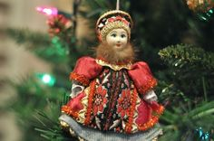 Last Trending Get all traditional russian christmas decorations Viral russia ornament Fresh Cut Christmas Trees, Diy Christmas Tree, Christmas Tree Decorations, Christmas Holidays, Christmas Ornaments, Holiday Decor, Christmas Travel, Christmas Villages, Paper Decorations