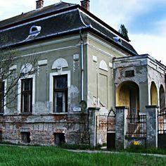 Darvas Kollégium (volt többek közt) #oroshaza #oroshaza_ma #magyarorszag #hungary Homeland, Hungary, Father, Mansions, Country, House Styles, Instagram Posts, Pai, Mansion Houses