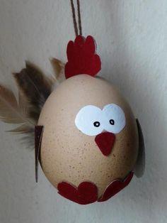 Deko für Ostern: Osterei als Huhn verkleidet / cute Easter decoration made by Ostereiershop via DaWanda.com
