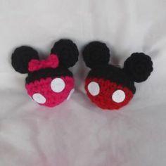 mickey and minnie keychains. Crochet Amigurumi Free Patterns, Crochet Toys, Knit Crochet, Crochet Disney, Mickey Y Minnie, Needle Tatting, Filet Crochet, Crochet Projects, Knitting