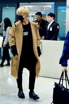 Wanna-One - Park Jihoon Fashion Idol, Kpop Fashion, Mens Fashion, Fashion Outfits, Airport Fashion, All Pop, Park Bo Gum, Kim Woo Bin, Park Shin Hye
