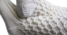 Kuvallinen helppo neuleohje: rypytetty joustinneule, smokkineule, lyhde... rakkaalla lapsella monta nimeä Diy Crochet And Knitting, Wire Crochet, Crochet Socks, Knitting Socks, Hand Knitting, Knitting Patterns, Wool Socks, Knitted Bags, Yarn Colors