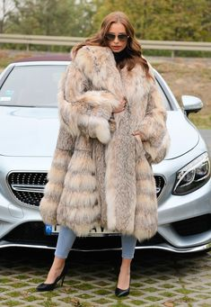 Fox Fur Coat, Fur Coats, Fur Fashion, Chinchilla, Style Guides, Mantel, Lady, Fashion Guide, How To Wear