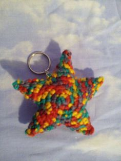 Llavero en forma de estrella #crochet #handmade #keychain #star #ganchillo #estrella  https://www.facebook.com/ovilladans/