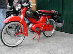 kreidler florett rmc-e Vintage Bikes, Vintage Motorcycles, Cars And Motorcycles, Scooters Vespa, Motor Scooters, 50cc Moped, Awsome Pictures, Motorcycle Bike, Bicycles