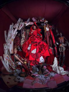 RuPaul as the 'Queen of Hearts' photographed by Tim Walker for the 'Alice in Wonderland' themed 2018 Pirelli calendar. Styled by Edward Enninful. Photography Logo Design, Party Photography, Artistic Photography, Fashion Photography, Tim Walker Photography, David Lachapelle, Manado, Queen Of Hearts, Richard Avedon