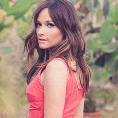 Kacey Musgraves - love the simple hair and make up