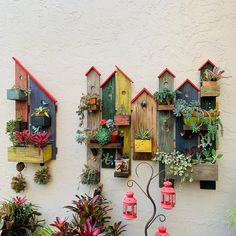 Turn pallet / reclaimed wood pieces into clever little birdhouse style wall plante … - Holzarbeiten Garden Crafts, Garden Projects, Home Crafts, Wood Projects, Diy And Crafts, Diy Vintage, Birdhouse Designs, House Plants Decor, Pallet Creations