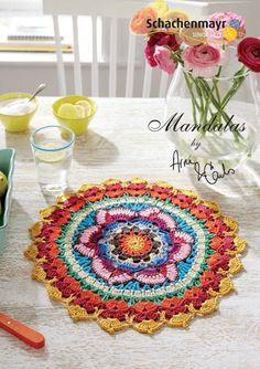 Kijk wat ik gevonden heb op Freubelweb.nl: een gratis haakpatroon van Arne & Carlos om een prachtige kleurrijke mandala te maken https://www.freubelweb.nl/freubel-zelf/gratis-haakpatroon-mandala-3/