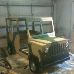 #DIY - Hand-made Jeep bed .... could be used in a Army themed party ... hmmm
