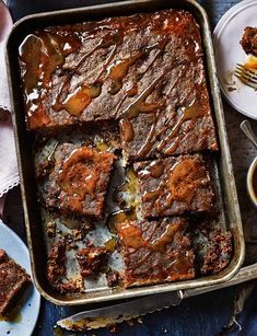 toffee pudding traybake Sticky toffee pudding traybake - YES PLEASE. MoreSticky toffee pudding traybake - YES PLEASE. Tray Bake Recipes, Cooking Recipes, Cooking Tips, Cake Recipes, Drink Recipes, Dessert Recipes, Delicious Desserts, Yummy Food, Tasty