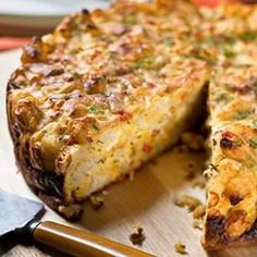 This healthy, savory cauliflower cake recipe falls somewhere between a quiche and a meatless meatloaf.use almond flour Cauliflower Cakes, Cauliflower Recipes, Vegetable Recipes, Roasted Cauliflower, Vegetarian Main Dishes, Vegetable Dishes, Vegetarian Recipes, Vegetable Cake, Vegetable Noodles