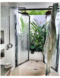 Indoor Outdoor Bathroom, Outdoor Baths, Outdoor Showers, Dream Bathrooms, Beautiful Bathrooms, Fresco, Backyard, Patio, Bathroom Inspiration
