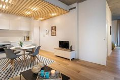 piso en barcelona Lofts, Home Staging, Small Rooms, Small Apartments, Beach House, Outdoor Decor, Barcelona, Table, Furniture