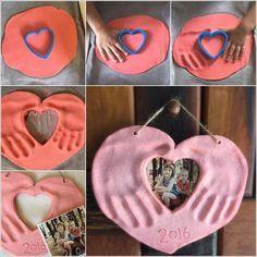 This Salt Dough Hands and Photo Heart Keepsake is Lovely Foto Herz mit Handabdrücken (Diy Photo) Kids Crafts, Mothers Day Crafts For Kids, Fathers Day Crafts, Baby Crafts, Toddler Crafts, Diy For Kids, Diy And Crafts, Arts And Crafts, Valentine Crafts