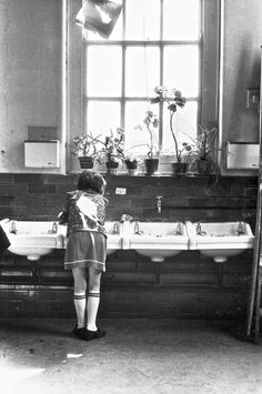 Toxteth - School wash basins Think all infant state schools had these. My school was down the road from whatever Toxteth school this was. Liverpool Girls, Liverpool Town, Liverpool History, Everton Fc, Vintage School, Old Tv Shows, The Good Old Days, Then And Now, Old Pictures