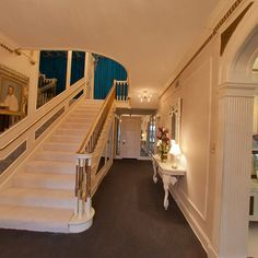 panorama photo from USA by Aristotle Inc. This is the entryway in the foyer of the Graceland Mansion. Elvis Presley Memories, Elvis Presley Priscilla, Elvis Presley House, Elvis Presley Images, Elvis Presley Graceland, Elvis Presley Family, Lisa Marie Presley, Graceland Mansion, Panoramic Photography