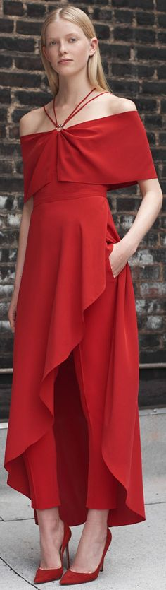 Yigal Azrouël Resort '18. Red Fashion, Fashion 2018, Womens Fashion, Casual Chic Style, Look Chic, Mother Of Groom Dresses, Designer Gowns, Dance Dresses, Fashion History