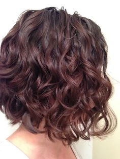 Pin by jocelyn ponce on hair Mid Length Curly Hairstyles, Curly Hair Cuts, Short Curly Hair, Wavy Hair, Pretty Hairstyles, Short Hair Cuts, New Hair, Curly Hair Styles, Curly Hair Bob Haircut