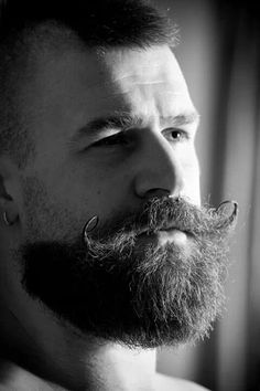 Barba e mustache. Sexy Beard, Beard Love, Handsome Bearded Men, Hairy Men, Great Beards, Awesome Beards, Moustaches, Mustache Styles, My Hairstyle