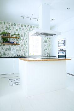 Tässä Unique Home -keittiössä riittää valoa, linjakkuutta ja helppohoitoisia pintoja.