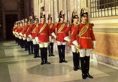 Papal Noble Guard - originally formed as heavy cavalry in 1801 Zimbabwe History, Swiss Guard, Mexican Army, Grand Cross, Honor Guard, Military Academy, Church History, Swiss Army, Military Uniforms