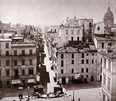 http://upload.wikimedia.org/wikipedia/it/thumb/8/8b/Piazzaspagna68.jpg/800px-Piazzaspagna68.jpg