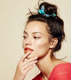How to Wear a Scrunchie | WhoWhatWear UK