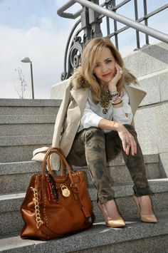 Camo and heels . www.myladytrends.com  #camo #michaelkorsbag #trenchcoat
