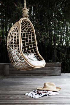 The Endless Summer - The Gorgeous Byron Bay Interiors of Byron Beach Abodes Indoor Hammock, Indoor Swing, Byron Beach, Swinging Chair, Rocking Chair, Garden Chairs, Scandinavian Home, Modern Chairs, Renting A House