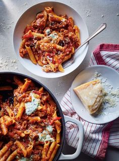 Penne with sausage and aubergine Easy Penne Recipe, Penne Recipes, Yummy Pasta Recipes, Soup Recipes, Healthy Recipes, Bolognese, Recipes With Vegetable Broth, Confort Food, Ricardo Recipe