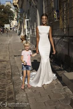 Premier collection from Israeli design house Riki Dalal. Liri Bridal brings affordable bridal fashion for modern brides-to-be. Affordable Bridal, Affordable Wedding Dresses, Dream Wedding Dresses, Bridal Dresses, Wedding Gowns, Wedding Cakes, Purple And Gold Wedding, Lace Bride, Mermaid Gown