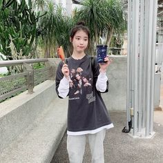 I love this idc style of her IU UAENA m kpop kfashion kdrama korea idol aestethic Iu Fashion, Korean Fashion, Korean Girl, Asian Girl, Iu Twitter, Concert Looks, Warner Music, Mode Kpop, Sulli