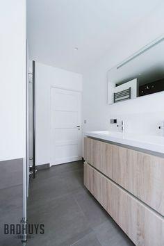 Badkamer met inbouwkast Breda, Het Badhuys Breda   Het Badhuys