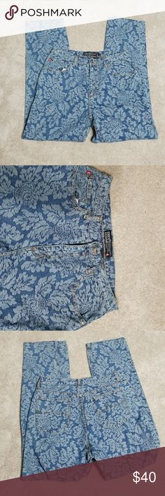 🌺🌺Chico's denim flowered jeans Denim flowed jeans size 1.5 =      Size 10 Chico's Jeans Boot Cut