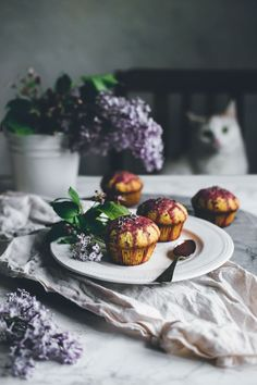 spring, with Fig? Amazing Food Photography, Dark Food Photography, Life Photography, Scones, Muffins, Le Chef, Spring Recipes, Creative Food, Food Pictures
