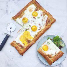 Vaderdagontbijt! Gebakken ei met bladerdeeg & spek uit de oven - recept via madebyellen.com
