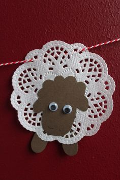 DIY: Osterlämmchen aus Tortenspitze - DIY projects from Ars Vera(e) - Diy And Crafts, Crafts For Kids, Arts And Crafts, Easter Crafts, Christmas Crafts, Sheep Crafts, Easter Lamb, Sunday School Crafts, Bible Crafts
