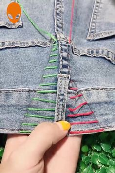 Sewing Embroidery Tips Ideas Embroidery Sewing Sewing hacks videos Tips Diy Jeans, Sewing Tutorials, Sewing Diy, Costura Diy, Sewing Pants, Diy Clothes Videos, Diy Embroidery, Embroidery On Jeans, Embroidery Stitches