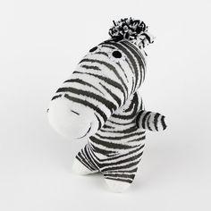 Dies ist ein 100 % handgemacht, gefüllte und genähten Zebra, 10 Zoll lang (vom Kopf nach unten, nicht inbegriffen der Ohres), sie sind von mir gemacht, es zu genießen.  Es ist notwendig, 10-15 Tagen Versand in die USA und 15-25 Tage in anderes Land  Es ist weich und besondere Geschenk für Kinder. Wenn Sie für das Kind unter 3 Jahren kaufen, pls die Nachricht hinterlassen nach dem Kauf, ich die Schaltflächen entfernen und ihre Augen mit Filz oder machen stattdessen thread  I  TS auch ein…