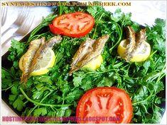 Το ψάρι είναι τροφή εύπεπτη και πλούσια σε φώσφορο, ιώδιο, μαγνήσιο, σίδηρο, κοβάλτιο και χαλκό. Επιπλέον, τα λιπαρά ψάρια όπως το σκουμπρί, ο σολομός, η σαρδέλα, ο κολιός, ο γαύρος, η μαρίδα, ο μπακαλιάρος, η πέστροφα, είναι πηγές άφθονης βιταμίνης Α και Ο. Ειδικά αυτά τα ψάρια, περιέχουν τα Ωμέγα-3 λιπαρά οξέα, που συμφωνα με όλες τις ιατρικές έρευνες επιδρούν ευεργετικά στο καρδιοαγγειακό σύστημα, ρίχνοντας την πίεση και παρεμποδίζοντας την απόφραξη των αρτηριών. Σήμερα επικρατεί η άποψη… Greek Recipes, Desert Recipes, Cooking Time, Cooking Recipes, Tasty, Yummy Food, Mediterranean Recipes, Seaweed Salad, Fish And Seafood