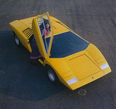 1972 Lamborghini Countach LP400 Prototype da Auto Clasico Tramite Flickr: Early prototype designed by Marcello Gandini @ Bertone Design Studio.