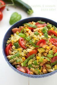 Corn and Zucchini Pasta Salad. A super simple and healthy roasted corn zucchini and avocado pasta salad. Perfect for a pot luck! Avocado Pasta, Zucchini Pasta, Zucchini Hummus, Best Pasta Salad, Pasta Salad Recipes, Vegetarian Recipes, Cooking Recipes, Healthy Recipes, Vegan Meals